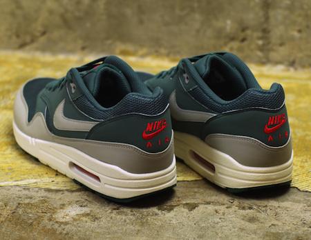 ナイキ エアマックス 1 エッセンシャル ハスタ(Nike Air Max 1 Essential Hasta)