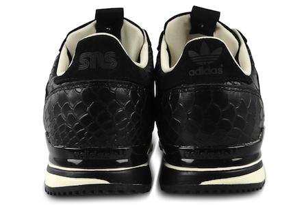 ヒール部分には「adidas」「SNS」のロゴが。