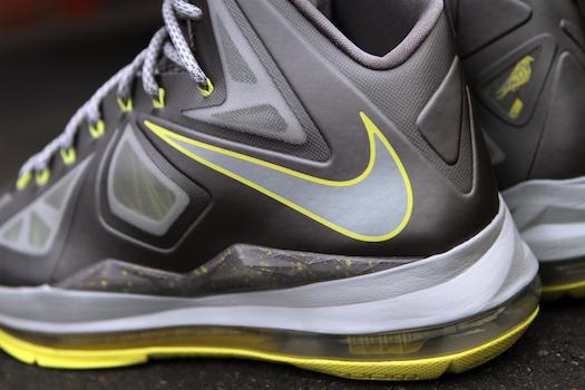 ナイキ レブロン X カナリア・イエロー(Nike Lebron X canary yellow)